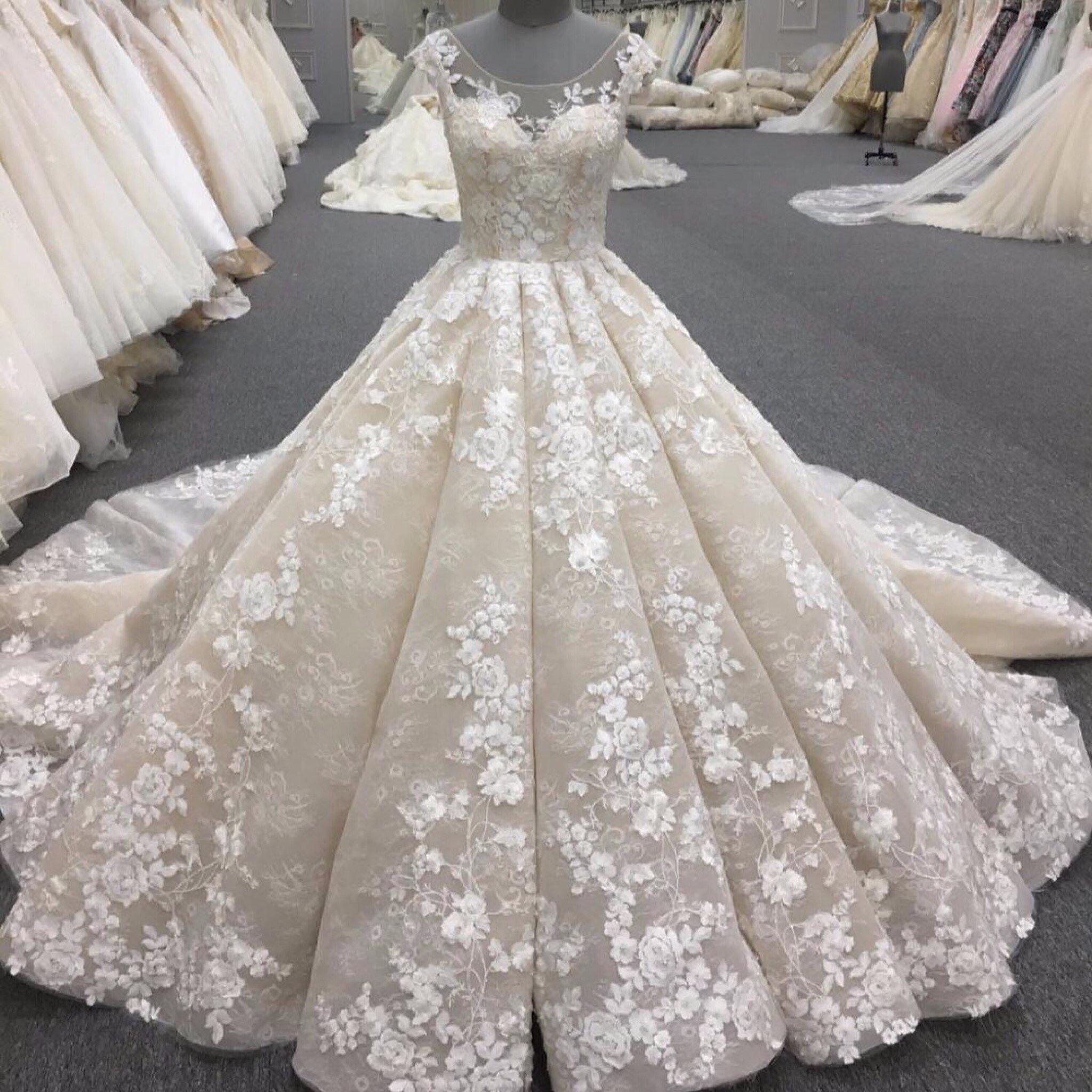3abc5d14a16ac فستان زفاف من تنفيذنا فخم جدا مطرز