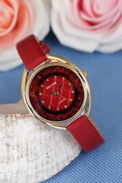 898a1138a ساعة يد جلد حمراء بتصميم أنيق .